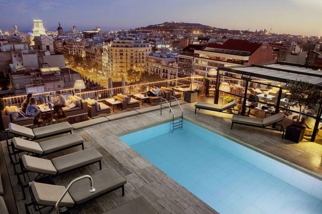 Majestic Hotel Barcelona at Night.jpg
